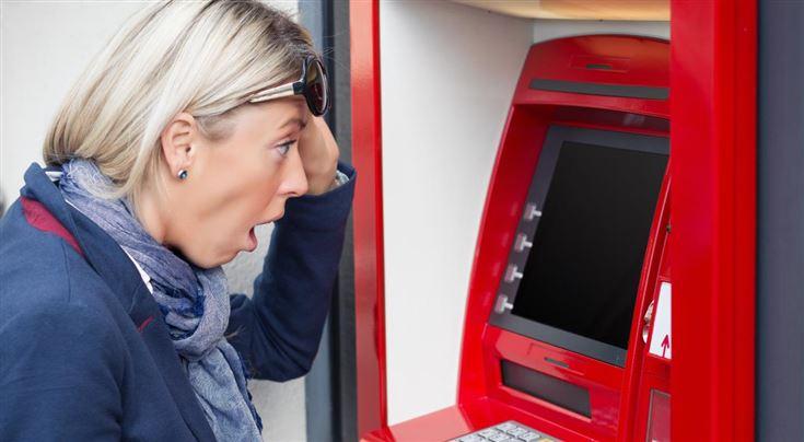 Лишат ли пенсии, если ее  не снимать с банковской карты?