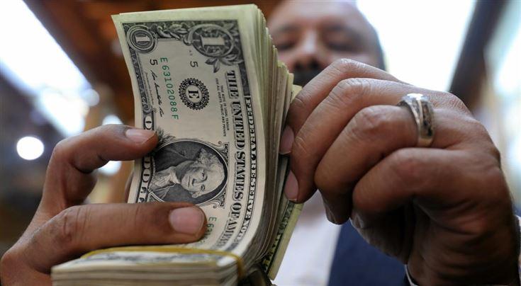 Валютные игрища. Из банков исчезают долларовые вклады